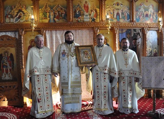 Liturghie Arhierească în Parohia Crișeni