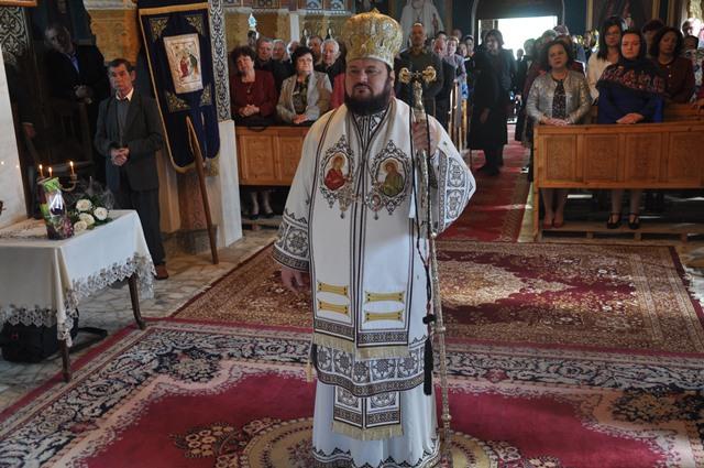 Liturghie Arhierească în Parohia Ciumărna