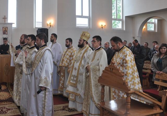 Liturghie Arhierească în Parohia Romita