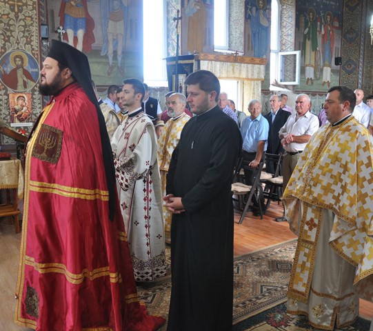 Liturghie Arhierească în Parohia Șoimuș