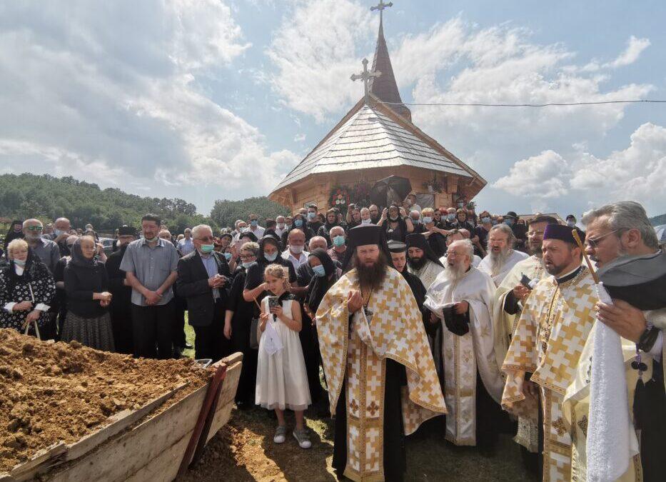 Preacuviosul Părinte Protosinghel Ghelasie Spătăcean, starețul Mănăstirii Voivodeni, condus pe ultimul drum