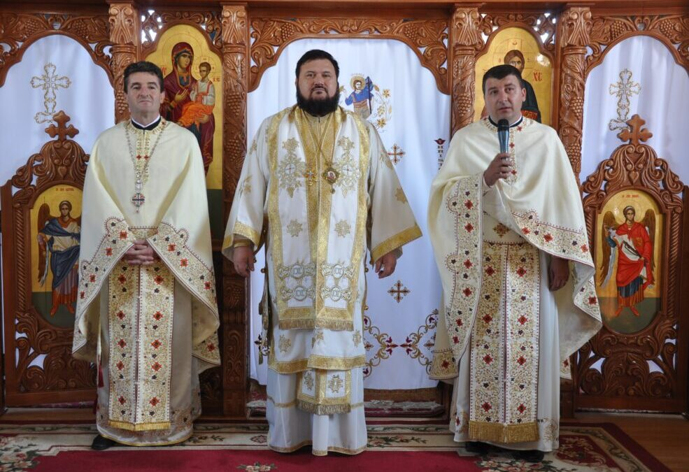 Sfințirea iconostasului bisericii Parohiei Aleuș