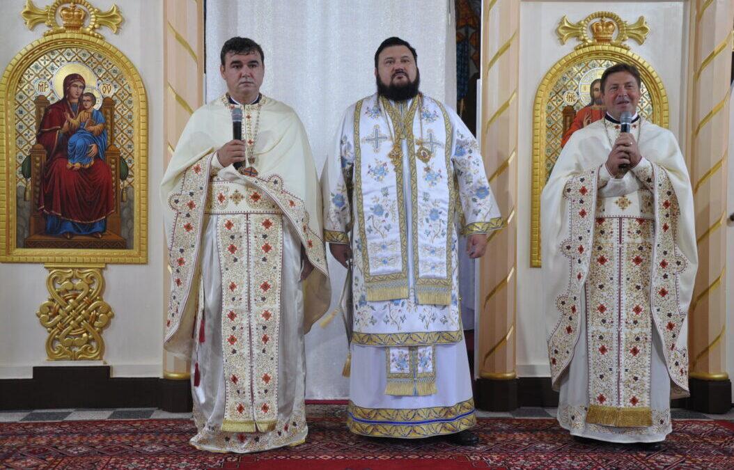 Liturghie Arhierească în Parohia Bocșa