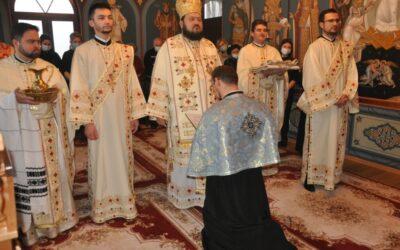 """Liturghie Arhierească la paraclisul """"Sfântul Evanghelist Luca"""" de la Centrul Eparhial al Episcopiei Sălajului"""