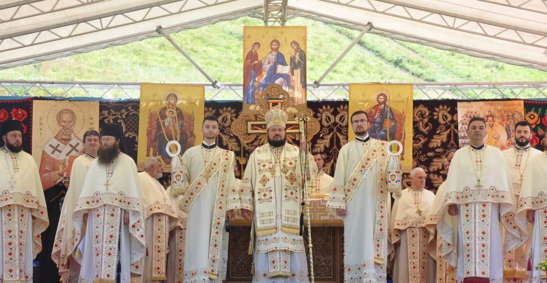 Prima Sfântă Liturghie oficiată în locul în care va fi ridicată o nouă mănăstire în Episcopia Sălajului