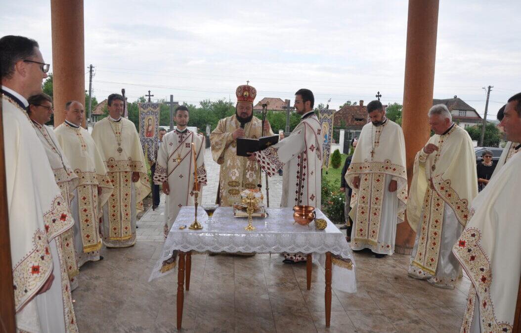 Târnosirea bisericii din Parohia Sărmășag
